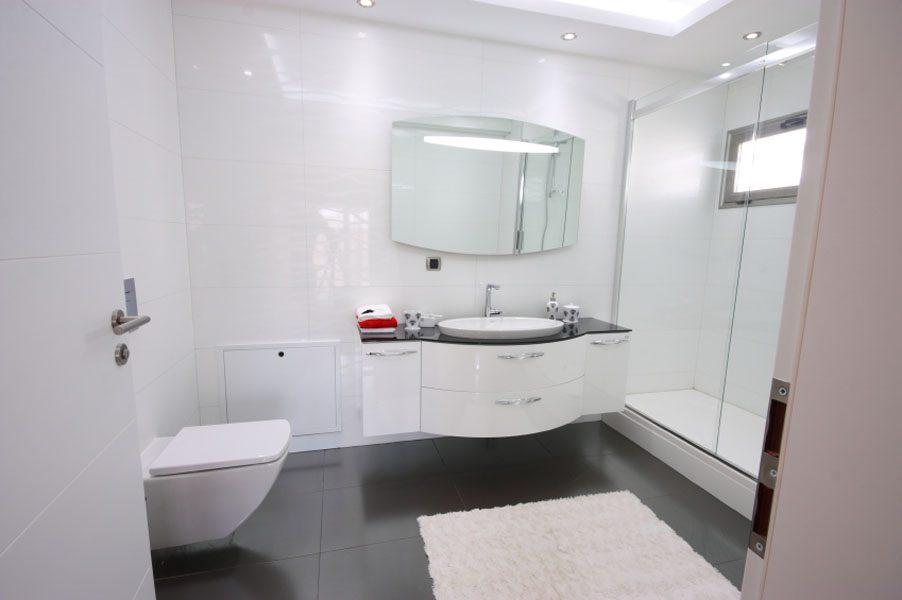 UniBond Re-New Silicone Sealant / White sealer for bathroom, kitchen, sink  or