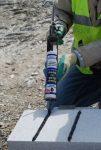 Adhesivo para la construcción que sustituye a numerosos adhesivos para la construcción